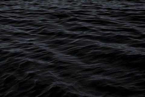 dark-1845685_640