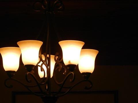 chandelier-2336394_640