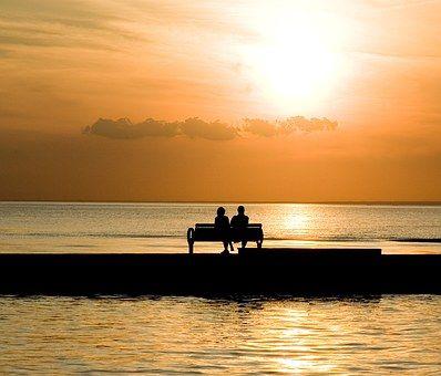 bench-1052066__340