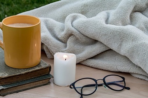 candle-2400240__340